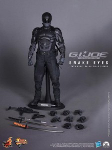 Snake Eyes Figure GI Joe Retaliation Hot Toys Hasbro 02