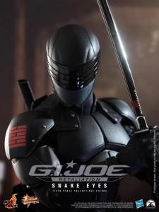 Snake Eyes Figure GI Joe Retaliation Hot Toys Hasbro 03